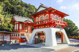長崎鼻の竜宮神社の写真素材 [FYI04610517]