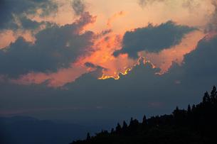 夕焼け雲の写真素材 [FYI04610576]