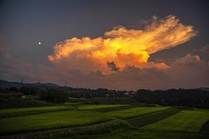 夕焼け雲の写真素材 [FYI04610587]