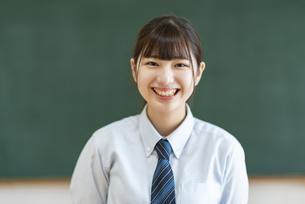 女子高生のポートレートの写真素材 [FYI04610759]