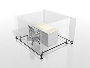 アクリルの遮へい板で囲われたビジネスデスクのイラスト素材 [FYI04611155]