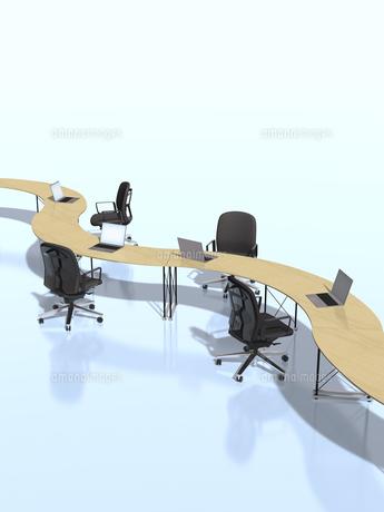 カーブを描いて繋がるテーブルのビジネス環境のイラスト素材 [FYI04611157]