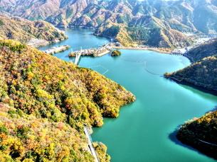 丹沢湖空撮の写真素材 [FYI04611200]
