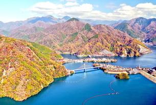 丹沢湖空撮の写真素材 [FYI04611201]