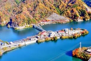 丹沢湖空撮の写真素材 [FYI04611202]