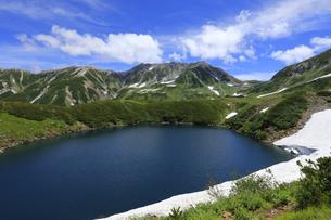 みくりが池と日本100名山の立山 日本百名山 室堂の写真素材 [FYI04611408]