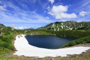 みくりが池と日本100名山の立山 日本百名山 室堂の写真素材 [FYI04611416]