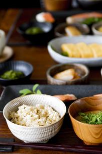 食卓の上の和食の写真素材 [FYI04612049]