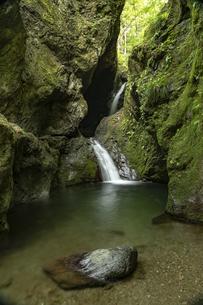 奥多摩 ねじれの滝の写真素材 [FYI04613458]
