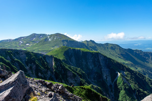 北海道 黒岳山頂周辺の夏の風景の写真素材 [FYI04613488]