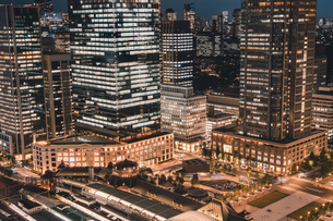 薄暮の東京・丸の内の写真素材 [FYI04613721]