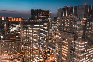 薄暮の東京・大手町の写真素材 [FYI04613726]