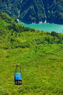 大観峰から見下ろした立山ロープウェイの写真素材 [FYI04613786]