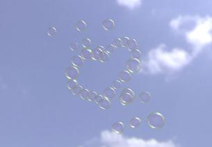 ハートのシャボン玉の写真素材 [FYI04614147]