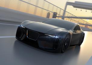 高速道路に走行中の電動スポーツカーのイメージ。オリジナルデザインの写真素材 [FYI04614422]