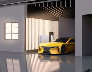自宅充電スタンドに充電している電動スポーツカーのイメージの写真素材 [FYI04614443]