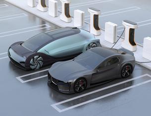 充電ステーションに充電している電気自動車の側面イメージの写真素材 [FYI04614460]
