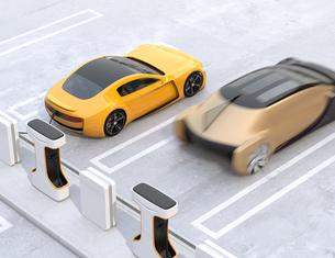 充電ステーションに充電している電気自動車の側面イメージの写真素材 [FYI04614463]