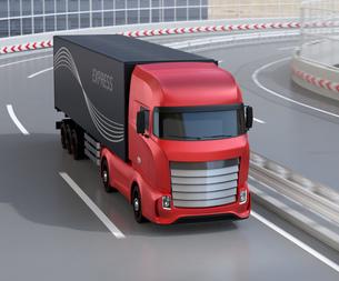 高速道路を走行する大型電動トラック、コンテナにソーラーパネルが備えているの写真素材 [FYI04614522]