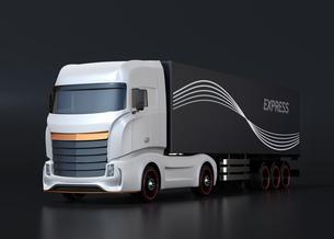 黒バックに白色大型電動トラックのイメージの写真素材 [FYI04614524]