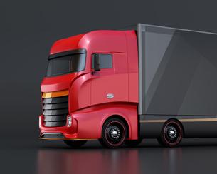 黒バックに赤色大型電動トラックのクローズアップイメージの写真素材 [FYI04614527]