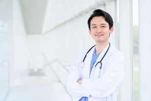 日本人男性医師の写真素材 [FYI04614557]