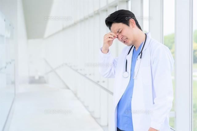 日本人男性医師の写真素材 [FYI04614581]