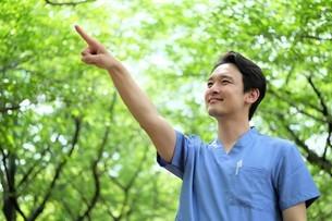日本人男性医師の写真素材 [FYI04614603]