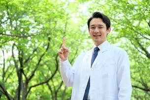 日本人男性医師の写真素材 [FYI04614612]