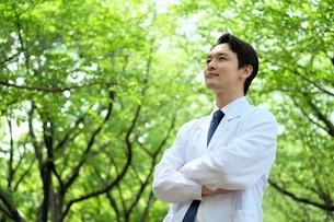 日本人男性医師の写真素材 [FYI04614613]