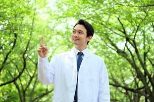 日本人男性医師の写真素材 [FYI04614628]