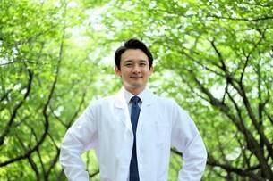 日本人男性医師の写真素材 [FYI04614629]