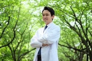 日本人男性医師の写真素材 [FYI04614633]