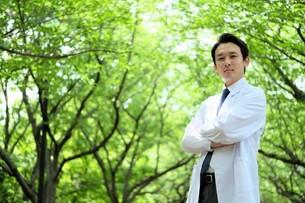 日本人男性医師の写真素材 [FYI04614642]