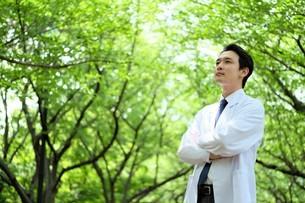 日本人男性医師の写真素材 [FYI04614643]