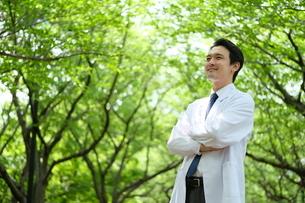 日本人男性医師の写真素材 [FYI04614644]