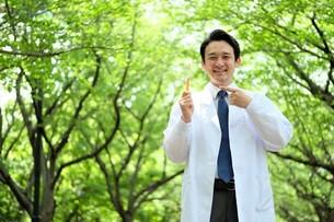 日本人男性医師の写真素材 [FYI04614652]