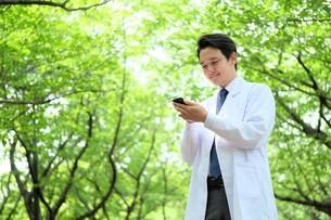 日本人男性医師の写真素材 [FYI04614657]