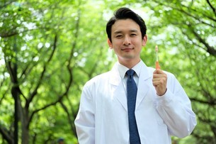日本人男性医師の写真素材 [FYI04614665]