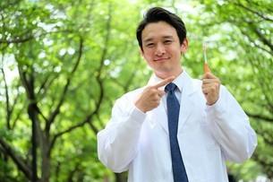 日本人男性医師の写真素材 [FYI04614668]