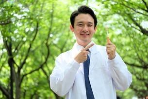 日本人男性医師の写真素材 [FYI04614669]