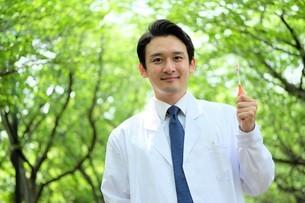 日本人男性医師の写真素材 [FYI04614672]