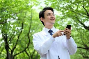 日本人男性医師の写真素材 [FYI04614676]