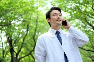 日本人男性医師の写真素材 [FYI04614677]