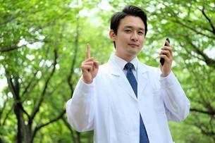 日本人男性医師の写真素材 [FYI04614683]