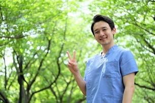 日本人男性医師の写真素材 [FYI04614690]