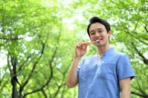 日本人男性医師の写真素材 [FYI04614701]