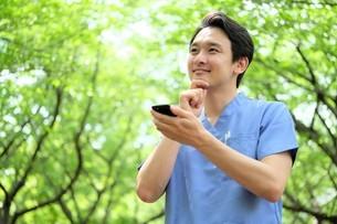 日本人男性医師の写真素材 [FYI04614711]
