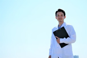日本人男性医師の写真素材 [FYI04614721]