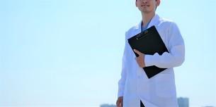 日本人男性医師の写真素材 [FYI04614722]